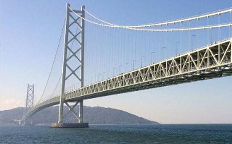 構造数理工学研究室は、橋などのインフラ構造物の維持管理に役立つ研究に取り組んでいます。